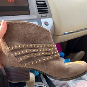 Jessica Simpson suede tan booties gold studs | 8.5